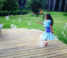 Picture of girl with bubbles
